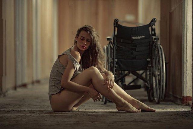 Дівчина тижня: розкута модель Ася Міковіч, яка є інфраструктурною музою України (18+) - фото 374326