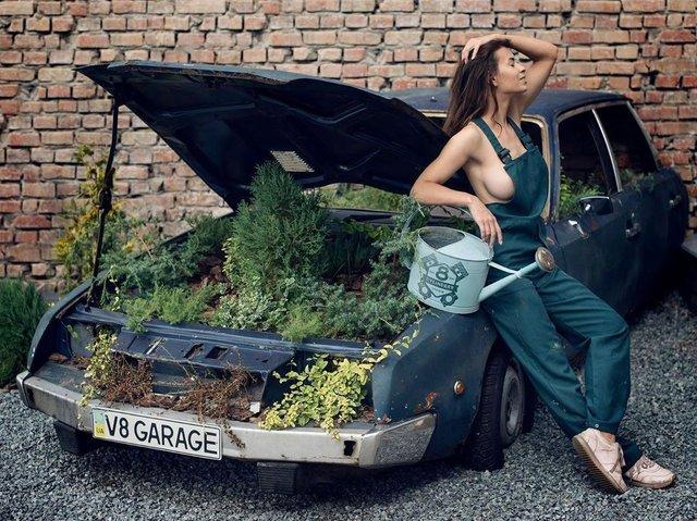 Дівчина тижня: розкута модель Ася Міковіч, яка є інфраструктурною музою України (18+) - фото 374332