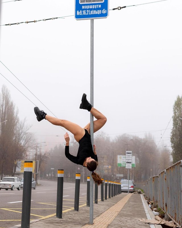 Дівчина тижня: розкута модель Ася Міковіч, яка є інфраструктурною музою України (18+) - фото 374333