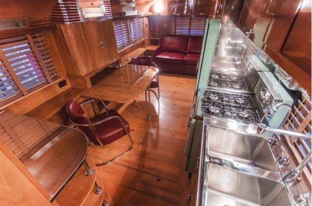 Один з найдорожчих і розкішних будинків на колесах 50-х років виставлять на торги - фото 374591