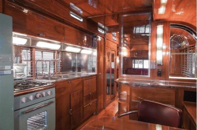 Один з найдорожчих і розкішних будинків на колесах 50-х років виставлять на торги - фото 374592