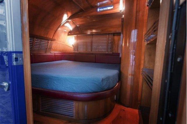 Один з найдорожчих і розкішних будинків на колесах 50-х років виставлять на торги - фото 374596