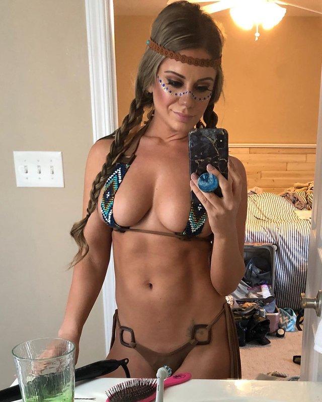 Дівчина тижня: безсоромна Карін Ноель, яка обожнює мандри і зйомки для Playboy (18+) - фото 375571