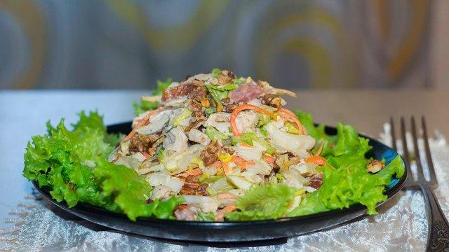 Легкі салати на Новий рік 2020: смачні рецепти з фото - фото 375911