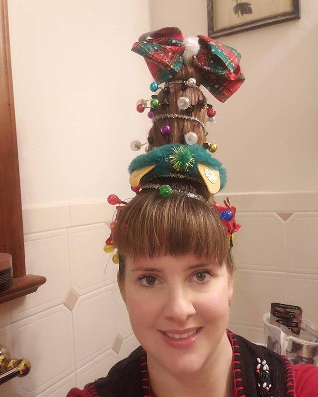 Ялинка замість зачіски: кумедні фото, які змусять усміхнутись - фото 377153