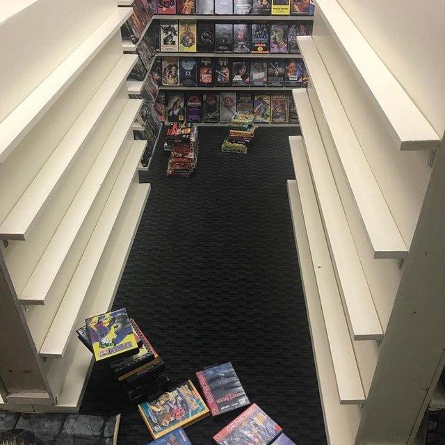 Хлопець зібрав колекцію відеокасет із 90-х: шалена порція ностальгії - фото 379134