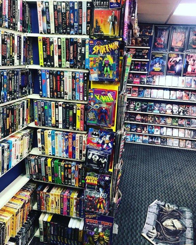 Хлопець зібрав колекцію відеокасет із 90-х: шалена порція ностальгії - фото 379137