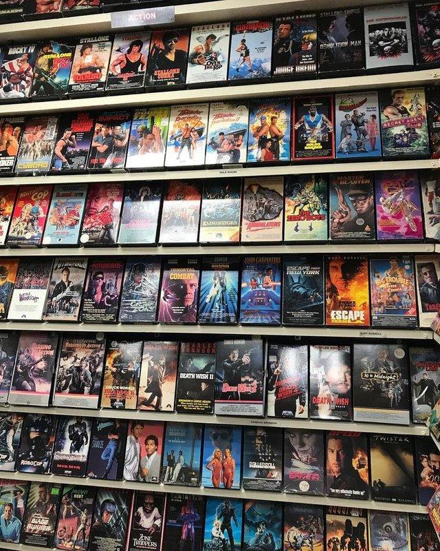 Хлопець зібрав колекцію відеокасет із 90-х: шалена порція ностальгії - фото 379141