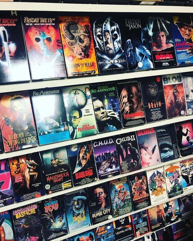 Хлопець зібрав колекцію відеокасет із 90-х: шалена порція ностальгії - фото 379144
