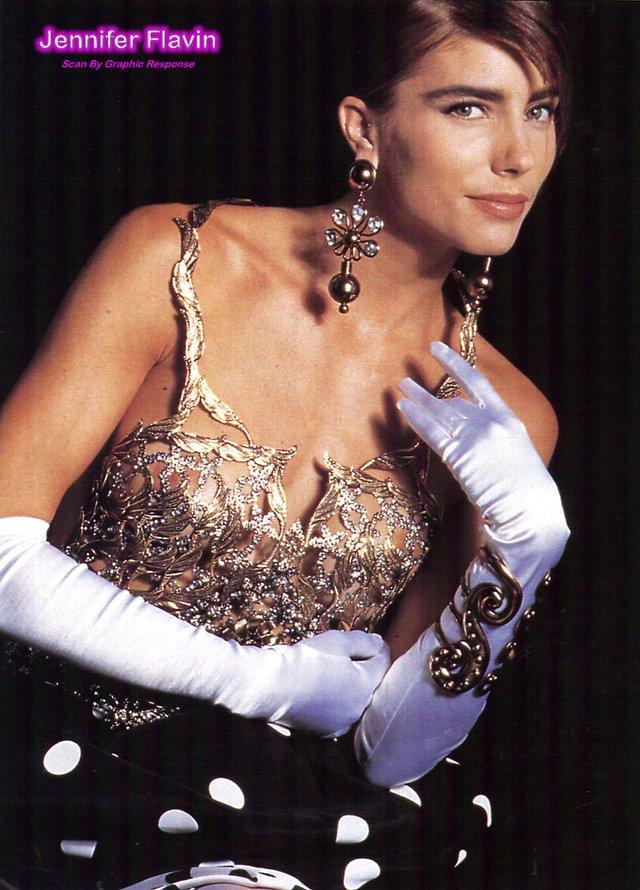 Моделі 90-х: як змінилася ефектна дружина Сталлоне Дженніфер Флавін (18+) - фото 379837