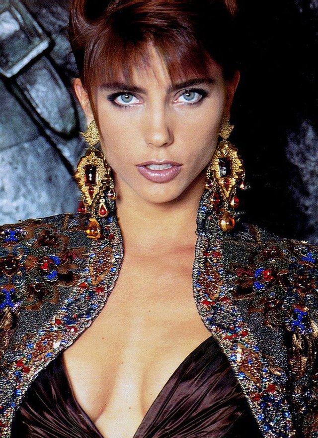 Моделі 90-х: як змінилася ефектна дружина Сталлоне Дженніфер Флавін (18+) - фото 379838