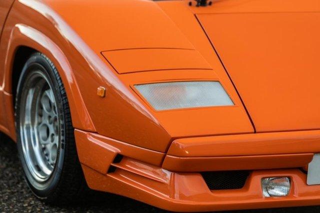 Унікальний Lamborghini Countach пустять з молотка - фото 379910
