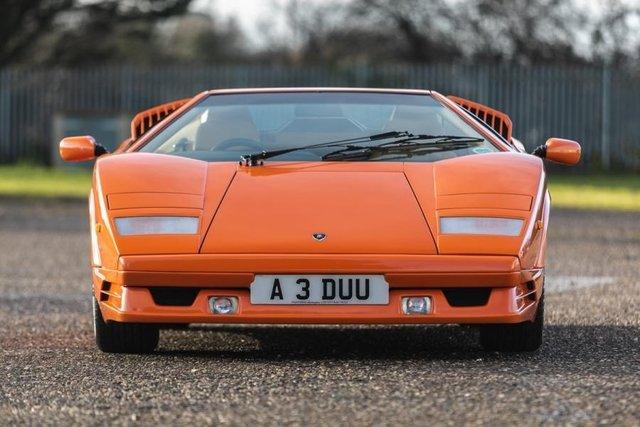 Унікальний Lamborghini Countach пустять з молотка - фото 379911