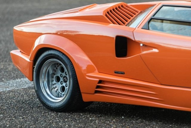 Унікальний Lamborghini Countach пустять з молотка - фото 379913