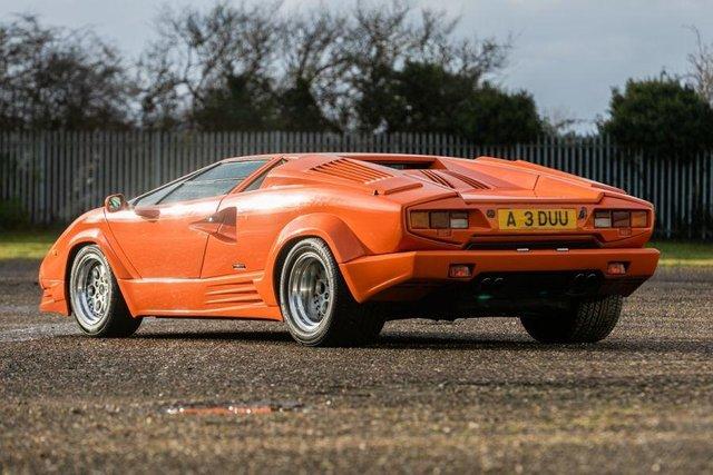 Унікальний Lamborghini Countach пустять з молотка - фото 379916