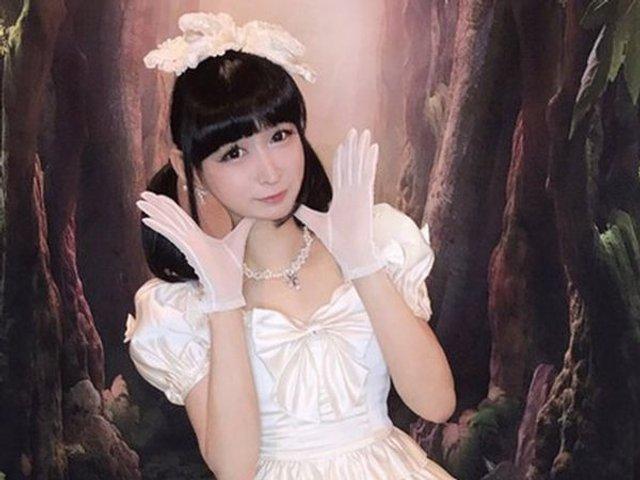 Мініатюрна школярка виявилася 42-річним одруженим чоловіком - фото 379928