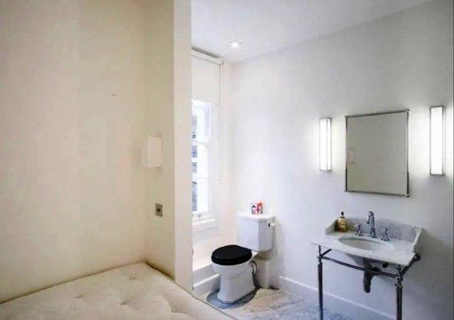 У Лондоні здається квартира з унітазом в спальні - фото 380176