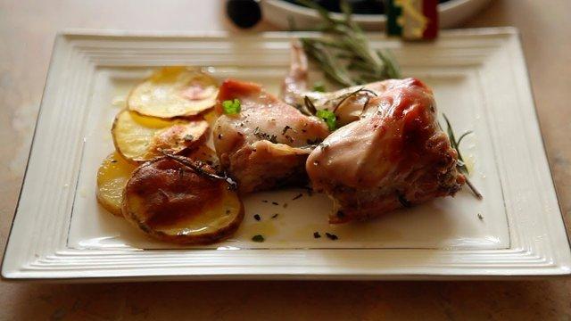 Як смачно і правильно приготувати кролика: рецепти з фото - фото 380274