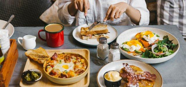 Снідати бажано в один і той же час щодня - фото 380353