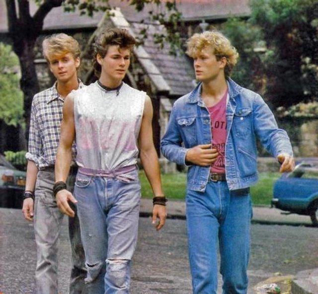 Тренди чоловічої моди 90-х, які будуть носити у 2020: найкращі чоловічі образи - фото 380416