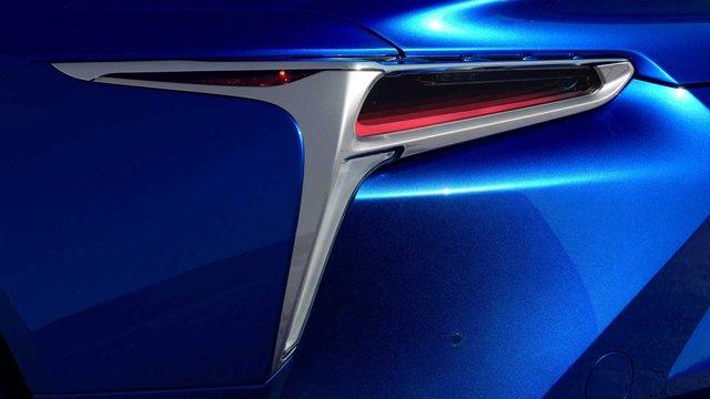 З молотка піде перший кабріолет Lexus LC 500: покупець отримає приємні бонуси - фото 380487