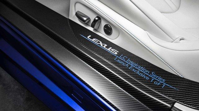 З молотка піде перший кабріолет Lexus LC 500: покупець отримає приємні бонуси - фото 380488