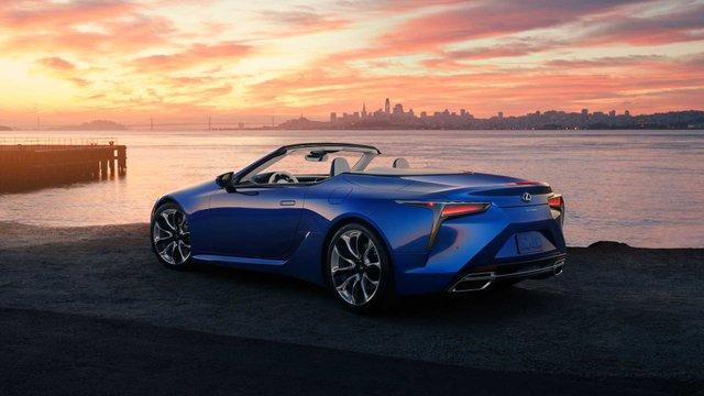 З молотка піде перший кабріолет Lexus LC 500: покупець отримає приємні бонуси - фото 380490