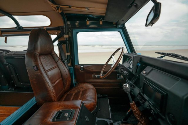 Автолюбителі переробили Land Rover в пляжний баггі: відео - фото 380746