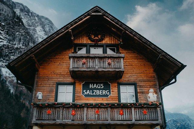 Фотограф показав неймовірне давнє місто в Австрії: захопливі кадри - фото 380777