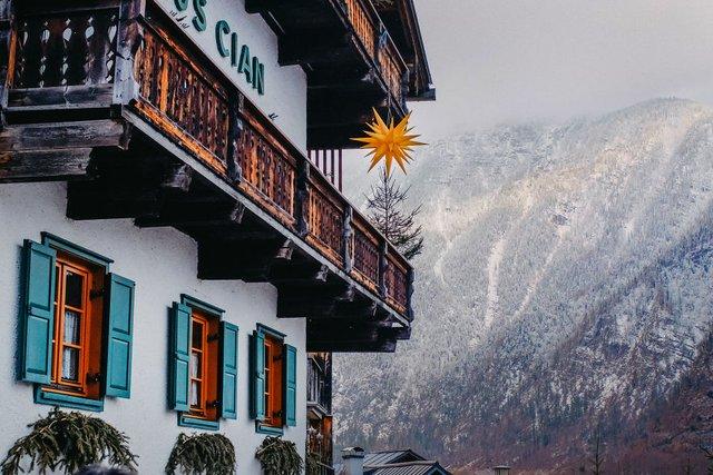 Фотограф показав неймовірне давнє місто в Австрії: захопливі кадри - фото 380780