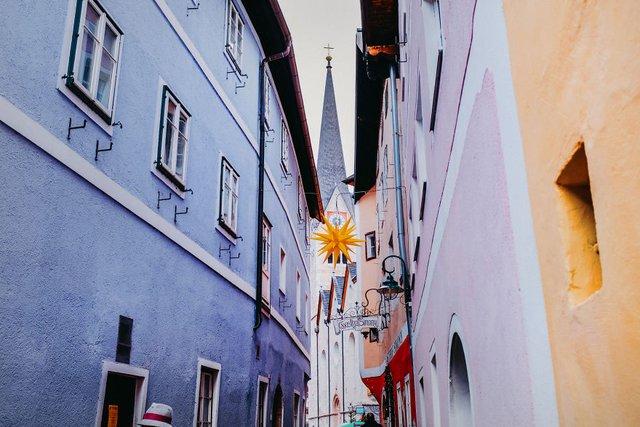 Фотограф показав неймовірне давнє місто в Австрії: захопливі кадри - фото 380786