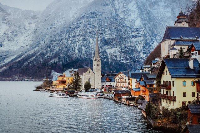 Фотограф показав неймовірне давнє місто в Австрії: захопливі кадри - фото 380789