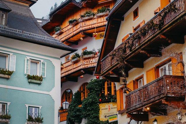 Фотограф показав неймовірне давнє місто в Австрії: захопливі кадри - фото 380799
