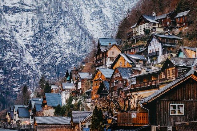 Фотограф показав неймовірне давнє місто в Австрії: захопливі кадри - фото 380801