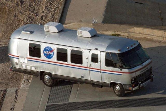 Старенький фургон відправили на пенсію - фото 381260