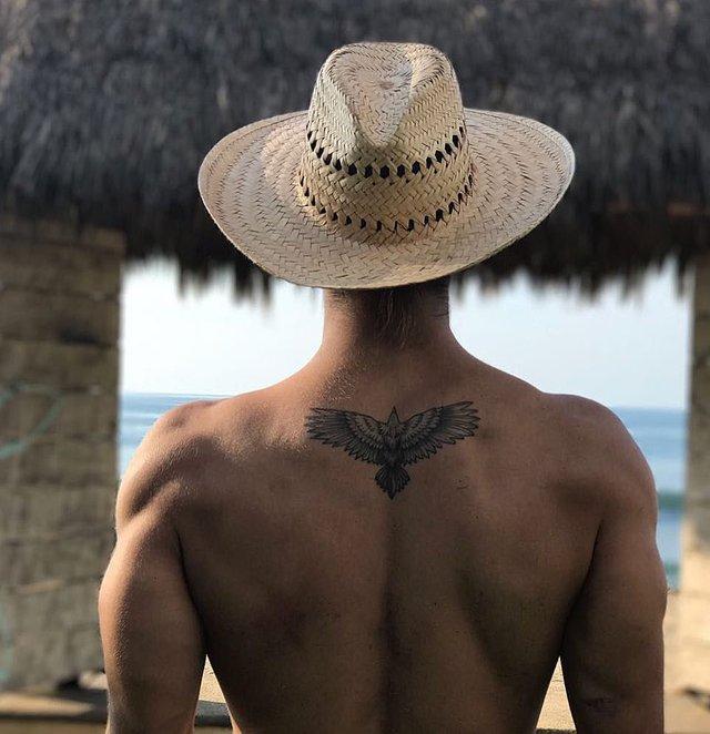 Модні чоловічі татуювання 2020: ТОП 50 ідей та прикладів тату у фото - фото 381570