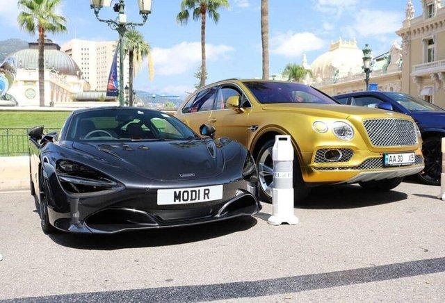 У Монако бачили золотий Bentley на українських номерах - фото 381590