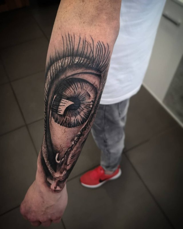 Модні чоловічі татуювання 2020: ТОП 50 ідей та прикладів тату у фото - фото 381643