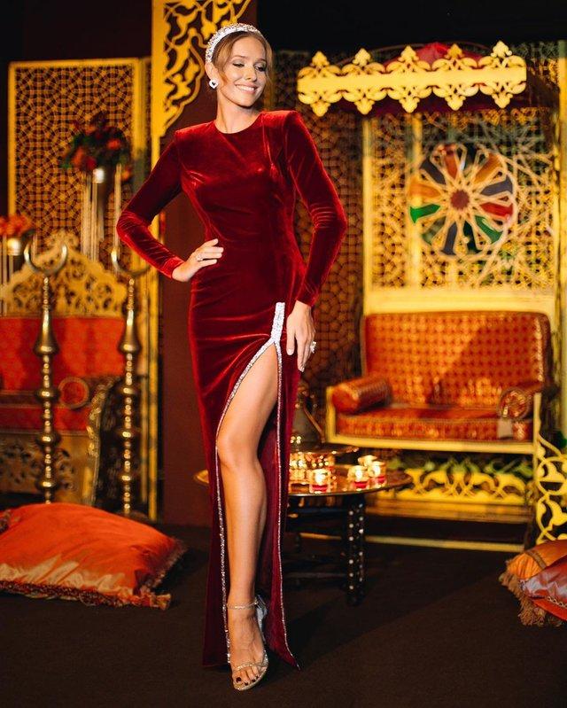 Катя Осадча вразила розкішною фігурою у відвертому наряді - фото 381784