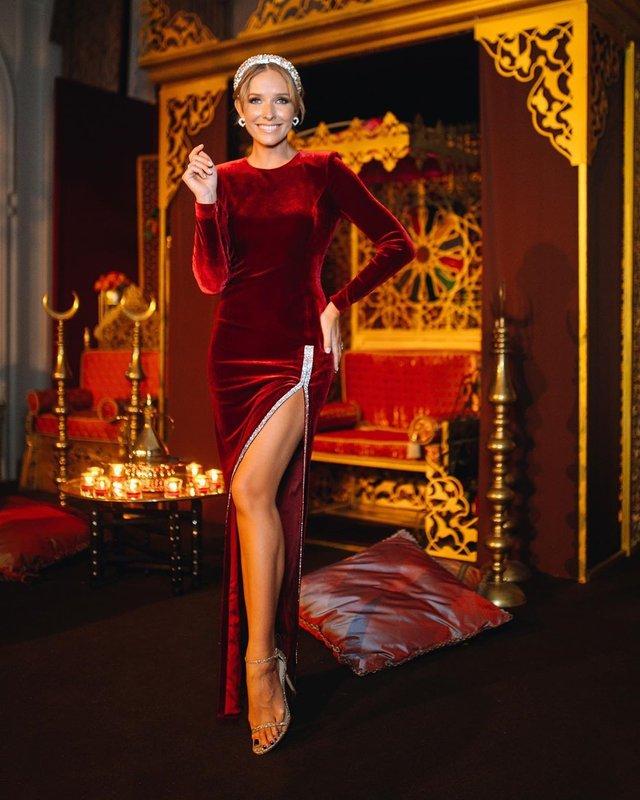 Катя Осадча вразила розкішною фігурою у відвертому наряді - фото 381785