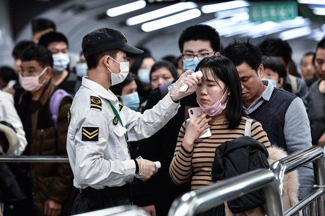 У Китаї заявили, що вірус передається від людей до людей - фото 381812