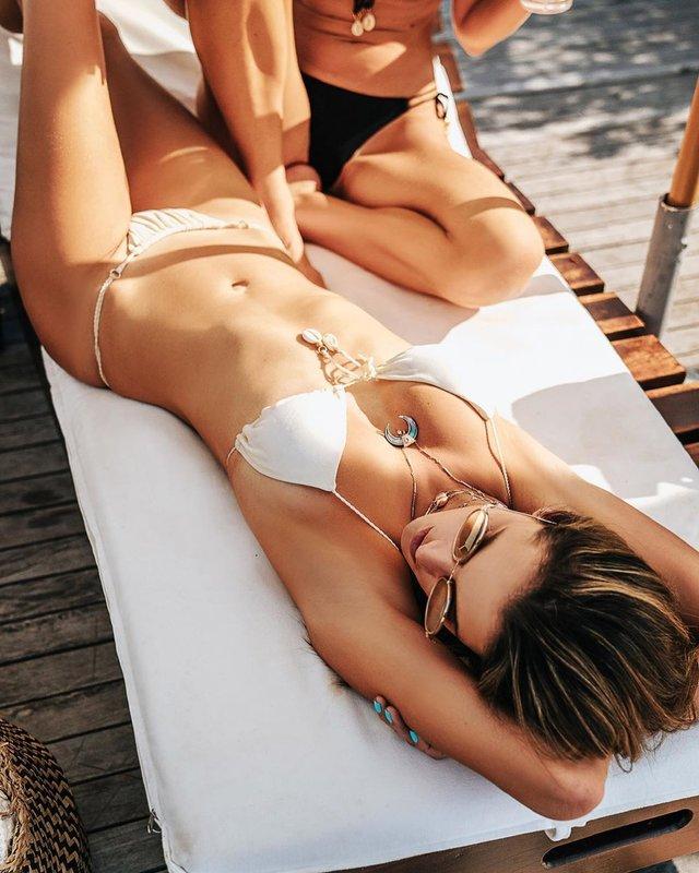 Сексуальна русалка: Алессандра Амброзіо показала фото в воді - фото 381829