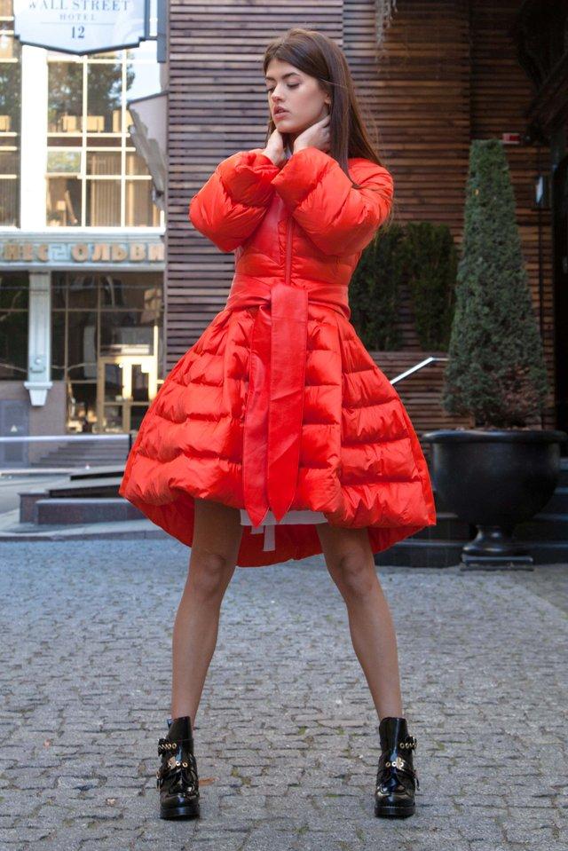 Сукня-пуховик недостатньо добре зігріває - фото 381903