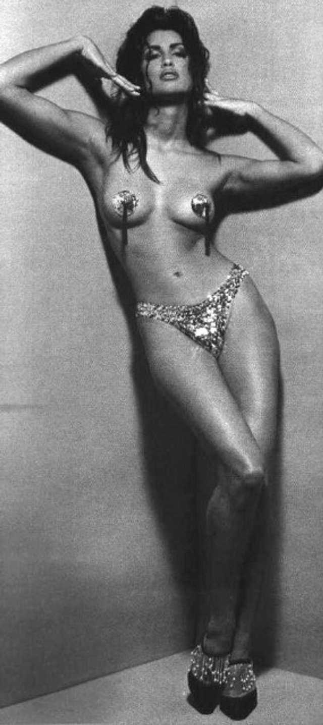 Моделі 90-х: як змінилася східна принцеса Ясмін Гаурі (18+) - фото 381936
