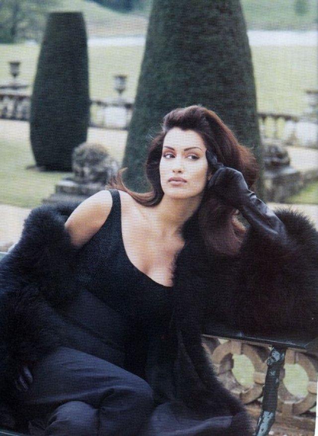 Моделі 90-х: як змінилася східна принцеса Ясмін Гаурі (18+) - фото 381975
