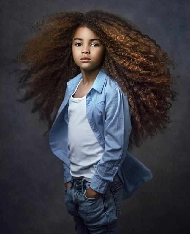 Школи відмовилися від дитини через незвичайну зачіску - фото 382041