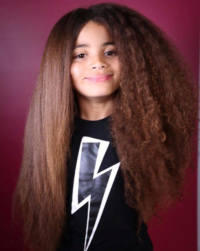 Школи відмовилися від дитини через незвичайну зачіску - фото 382042