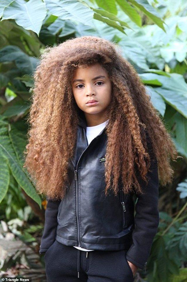 Школи відмовилися від дитини через незвичайну зачіску - фото 382044