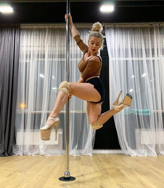 Олена Філонова обурила користувачів целюлітними ногами - фото 382205