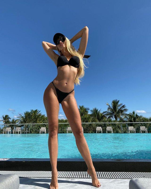 Оля Полякова похизувалася спокусливою фігурою у надтонких бікіні: пікантні фото - фото 382789